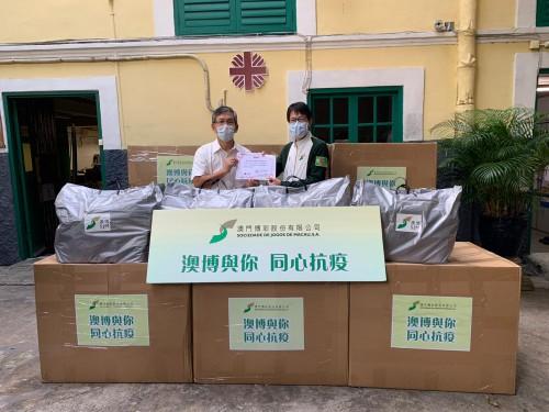 """澳門博彩股份有限公司親臨送贈""""愛心生活包""""及上門關懷慰問"""