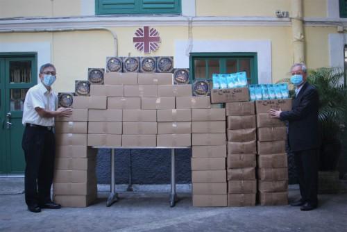 宏基行有限公司捐贈420罐牛油曲奇予澳門明愛
